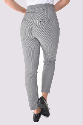pantalon-mujer-xuss-negro-11686-2